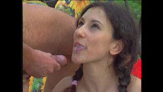 Массажист предлагает очаровательной молодой женщине потрахушки на гинекологическом кресле